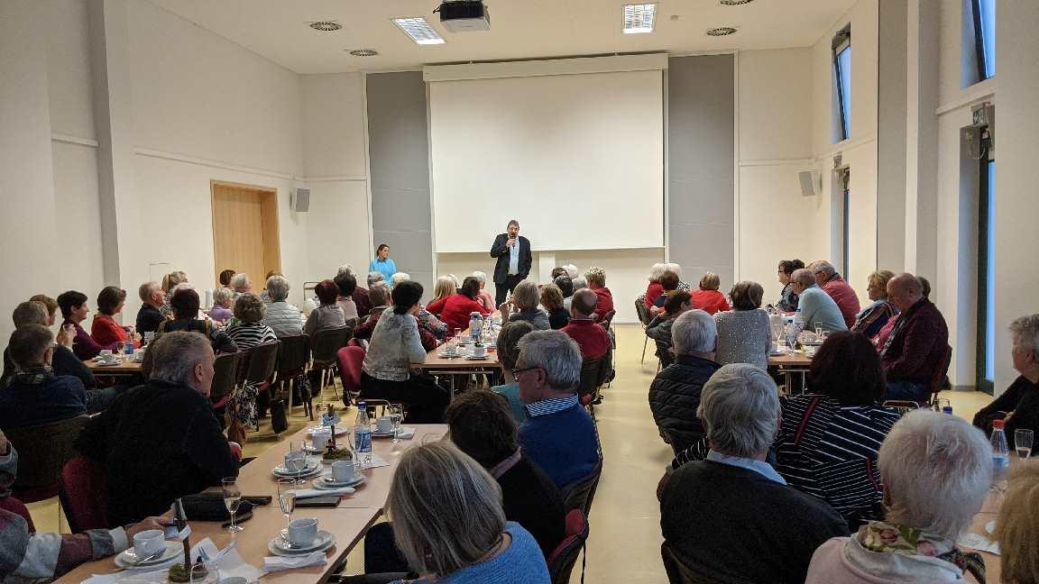 Der Bürgermeister, Herr Andreas Zapf, informiert die Mitglieder der Seniorengruppe 50+ am 09. Januar 2020